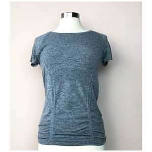ATHLETA FASTEST TEE  IN HEATHERED GRAY TEE